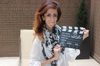 Per molti è la donna più brutta al mondo, lei reagisce con un film anti-bullismo (VIDEO)