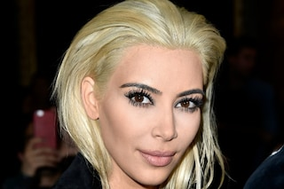 Colpo di testa per Kim Kardashian: diventa biondo platino (FOTO)