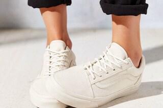 Come pulire le scarpe da ginnastica: a mano o in lavatrice per un lavaggio facile e veloce
