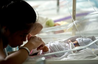 Muore dopo 100 minuti di vita e diventa il donatore di organi più giovane