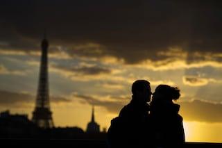 La donna allergica ai baci del marito, ogni contatto per lei può essere fatale