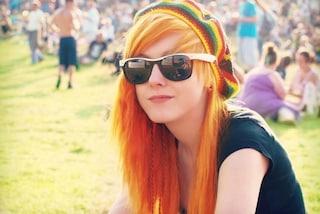 Espulsa da scuola perché ha i capelli troppo rossi: la storia di Emily