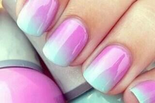 Le unghie della settimana: wet manicure per il trend a effetto bagnato (FOTO)