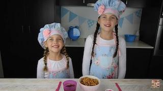 Guadagnano 110mila euro al mese: sono due bimbe e cucinano dolci su Youtube (VIDEO)