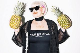 La nonna più cattiva del web diventa testimonial per un marchio di abiti (FOTO)