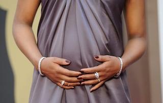 """""""Penso ogni giorno a lei"""": la madre surrogata che rivuole la sua bimba"""