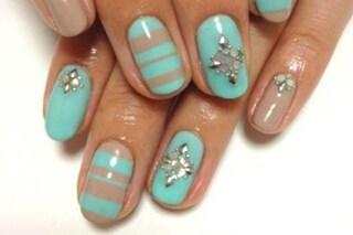 Le unghie della settimana: manicure effetto 3D con perle, glitter e applicazioni (FOTO)