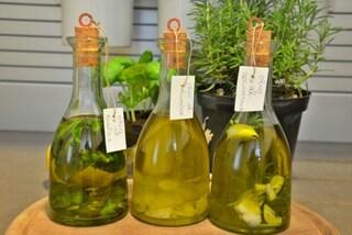 Olio aromatizzato fatto in casa: 7 ricette per donare sapore alle vostre pietanze