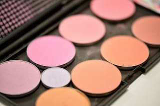 Dipendenza da trucco: sono sempre di più gli adolescenti che acquistano cosmetici
