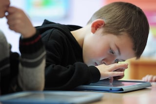 I giochi tradizionali stanno scomparendo: i bambini preferiscono la tecnologia