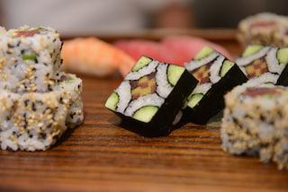 Sushi, camomilla e uova: 10 alimenti per combattere lo stress