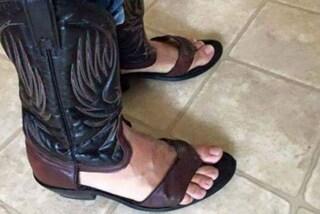 La nuova moda per l'estate: gli stivali da cowboy infradito