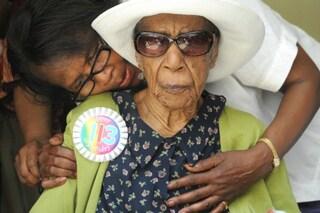 Susannah, la donna più vecchia del mondo, mangia uova e ama la lingerie di pizzo
