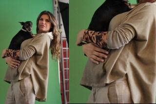 Elisabetta Canalis sul set mostra il pancione (FOTO)