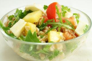 Insalata di farro con pomodorini e fior di latte: ricetta