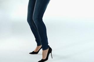I jeans skinny sono pericolosi: fanno ingrassare e danneggiano i muscoli delle gambe