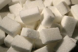 Elimina i peli e rende i capi più bianchi: tutti gli utilizzi alternativi dello zucchero