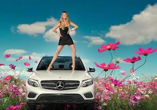 Doutzen Kroes è la testimonial della nuova auto ecosostenibile Mercedes-Benz (FOTO)