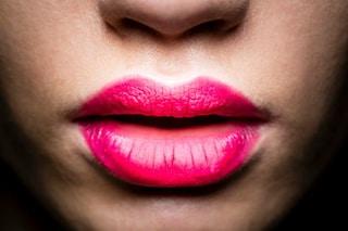 Vuoi labbra carnose come Angelina Jolie? Prova l'ombre lips (VIDEO)