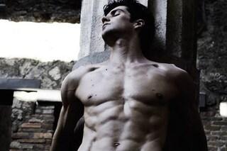Muscoli in vista e scatti hot: Roberto Bolle è la nuova star dei social (FOTO)