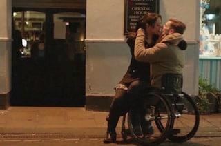 """""""Siamo tutti uguali"""": i dolci baci tra persone disabili (VIDEO)"""