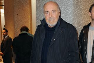 I funerali di Elio Fiorucci: celebra Don Mazzi accanto alla storica boutique di Milano