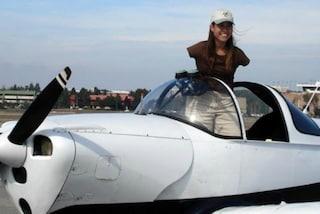 Jessica, la donna senza braccia che ha imparato a pilotare l'aereo con i piedi (VIDEO)