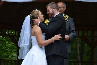 Perde la memoria in un incidente d'auto: sposerà suo marito per la seconda volta