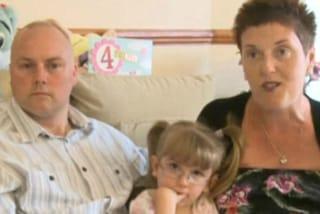 Leia, la bimba sorda sente per la prima volta la voce dei genitori grazie alla chirurgia