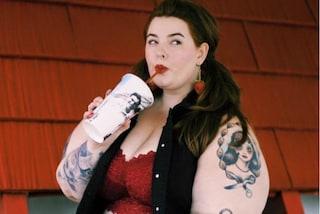 """""""Sono grassa e felice"""": Tess risponde ai messaggi di odio sui social"""