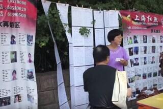A Shanghai c'è il mercato del matrimonio, dove i genitori cercano il partner per i figli
