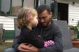 AJ Kearns, interrompe i trattamenti per diventare uomo e da alla luce i suoi figli