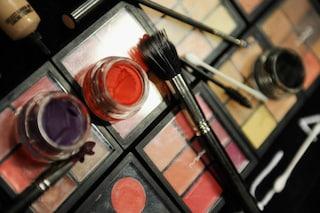Come conservare i cosmetici in estate? Profumi, rossetti e creme vanno...in frigo