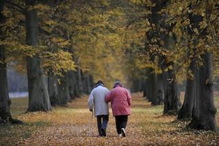 A 90 anni chiede il divorzio alla moglie e scappa con l'amante più giovane