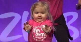 La bimba di 6 anni diventa una star: la malattia rara non le impedisce di ballare (VIDEO)