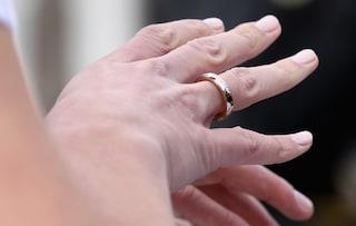 Scopre di avere un cancro terminale, grazie ad un ente di beneficenza riesce a sposarsi