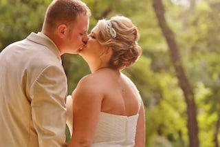 """Il padre della sposa ferma le nozze: """"Anche il patrigno deve accompagnarla all'altare"""""""
