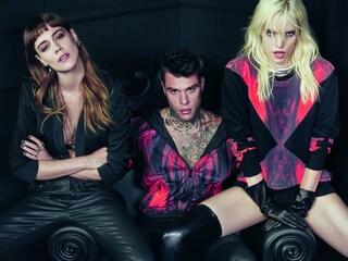 Fedez circondato da donne sexy posa nella nuova campagna Sisley (FOTO)