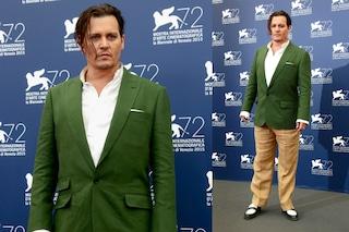 Johnny ma come ti vesti? Depp il sex symbol ingrassato e mal vestito a Venezia 72 (FOTO)