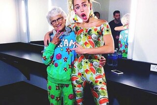 La nuova amica di Rihanna e Miley? Baddie Winkle la nonna sociale e irriverente