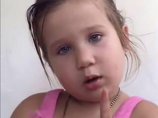 Il papà la chiama principessa ma la bimba gli spiega perché non può esserlo (VIDEO)