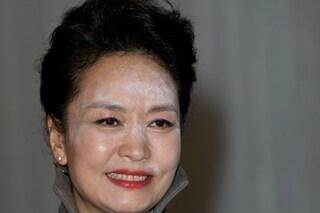 Errore beauty per la First Lady cinese: il viso impolverato è colpa della cipria