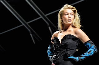 """""""Troppo grassa per sfilare"""": la top model Gigi Hadid insultata sul web"""