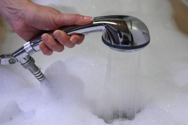 Vasca Da Bagno 100 80 : Come pulire la vasca da bagno i rimedi per detergerla a fondo