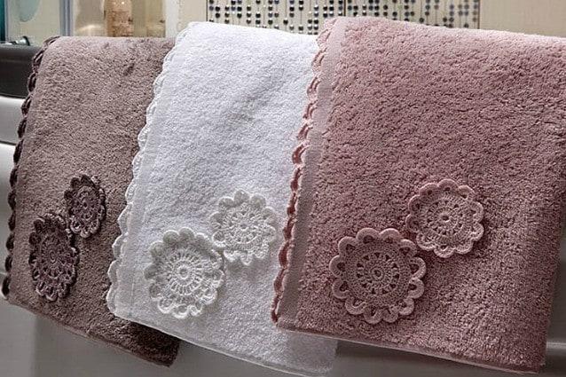 Come eliminare l'odore di muffa dagli asciugamani: rimedi e