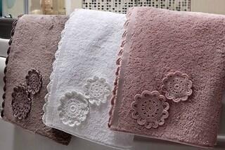 Come eliminare l'odore di muffa dagli asciugamani: rimedi e trucchi utili