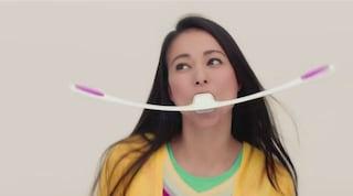 """Vuoi un viso più sottile? Dal Giappone arriva l'attrezzo per il """"fitness facciale"""" (VIDEO)"""
