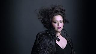 """""""Nessuno mi voleva nelle foto"""": Luzmaria, la plus-size diventata testimonial di Mac"""