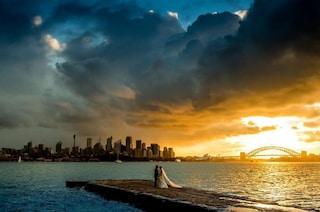 Fotografa gli sposi nella tempesta e lo scatto diventa virale: oggi ha scoperto chi sono