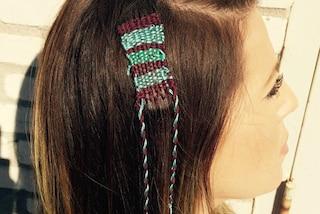 Arazzi nei capelli: tornano di moda le treccine colorate ispirate agli anni '90 (FOTO)